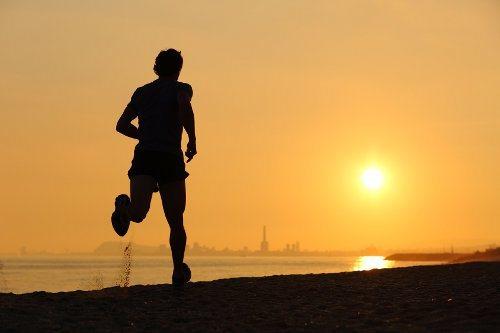 bieg ku zachodowi słońca