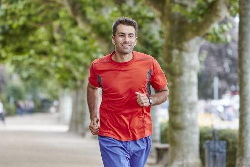 biegnący meżczyzna